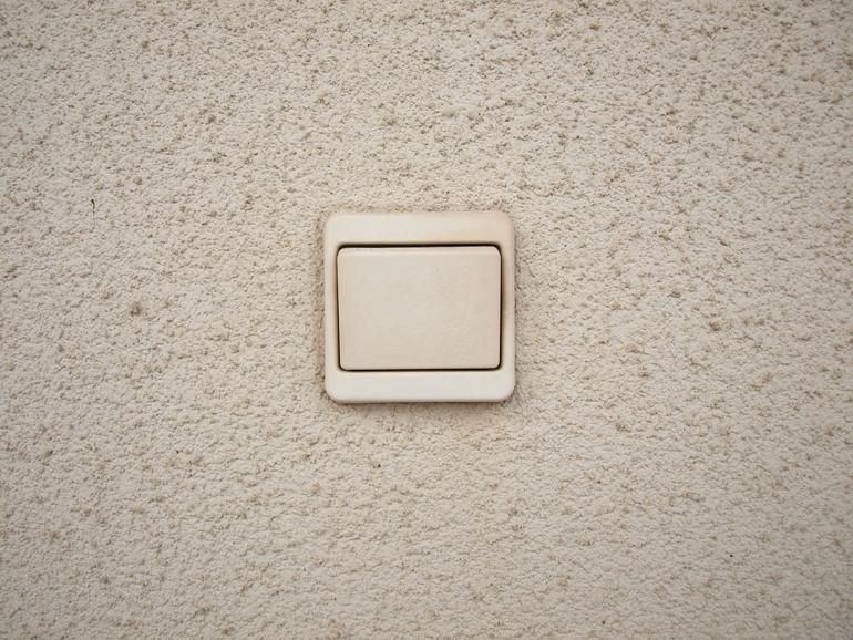Bezprzewodowy włącznik światła – zalety, które warto rozważyć