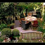 Drewniane meble do ogrodu - urządzamy przestrzeń wypoczynkową